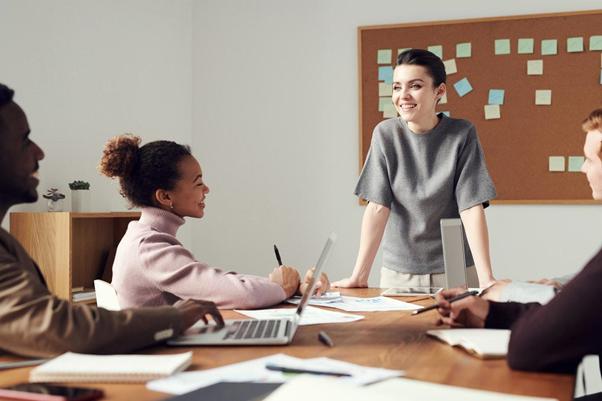 ビジネスシーン別のページングと傾聴の活用法